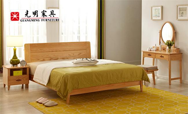 床对每个人来说都很重要,实木床vs布艺床有何不同